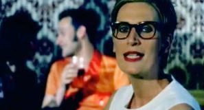 Chumbawamba - Tubthumping (I Get Knocked Down) - Official Music Video