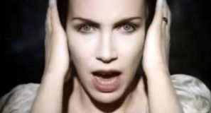 Annie Lennox – Love Song For A Vampire