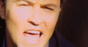Paul Young - Don't Dream It's Over - Official Music Video