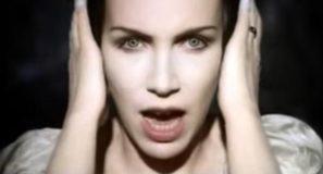 Annie Lennox – Love Song For A Vampire
